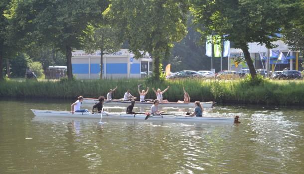 Vluchtelingen roeien in Utrecht en Tilburg