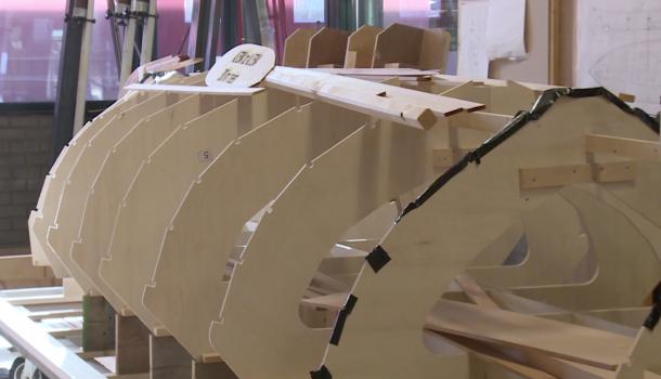 Scholieren roeien 300 kilometer in zelfgebouwde boot