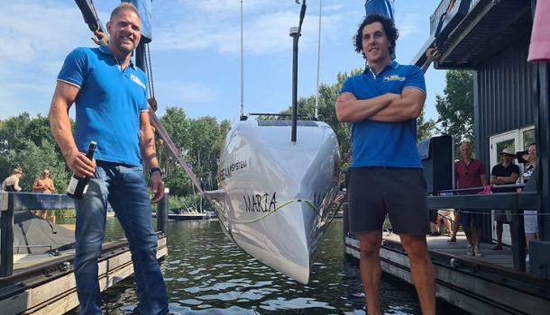 Oceaanroeier Mark Slats doopt eigen boot